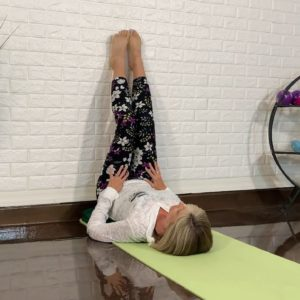 4-Minute Bedtime Yoga Routine | SilverSneakers